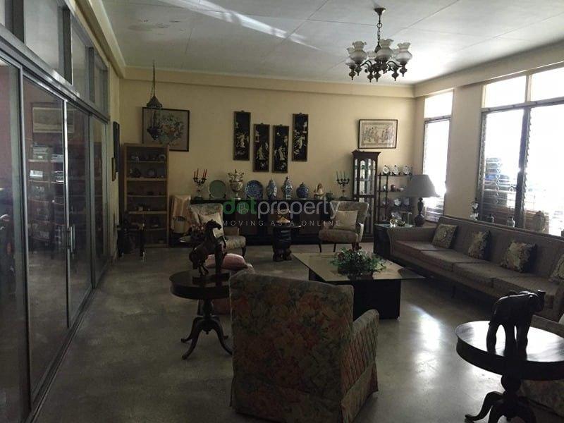 Urdaneta Village Makati House for Sale